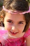 gullig flicka little seende smiley Royaltyfria Bilder