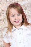 gullig flicka little som poserar royaltyfri foto