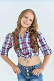 gullig flicka little som poserar royaltyfria foton