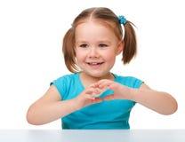 gullig flicka little stående Arkivfoton