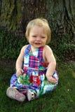 gullig flicka little yttersida Arkivbild
