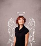 Gullig flicka med ängel illustrerade vingar Royaltyfria Bilder