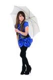 Gullig flicka med det vita paraplyet Arkivbild