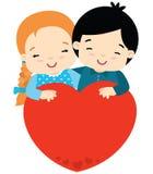 Gullig flicka och pojke som kramar stor hjärtavalentindag stock illustrationer