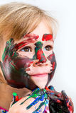 Gullig flicka som rör till med färgmålarfärg Royaltyfria Bilder