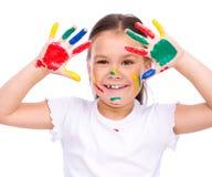 Gullig flicka som spelar med målarfärger Royaltyfri Bild