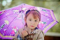 Gullig flickahöststående Royaltyfri Fotografi