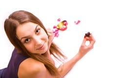 gullig flickahjärta för choklad Arkivfoton