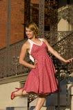 gullig flickautvikningsbrud Royaltyfri Bild