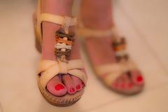 Gullig fot härliga skor Fotografering för Bildbyråer