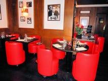 Gullig fransk restaurang i Paris Arkivfoto