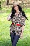 gullig hattkvinna för brunett royaltyfria foton