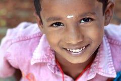 gullig indisk by för pojke Arkivfoton