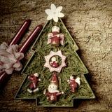 Gullig julgran och stearinljus lantlig stil Royaltyfri Foto