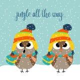 Gullig julkort med ugglor som sjunger lovsånger royaltyfri illustrationer