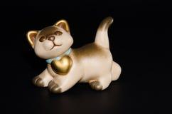 Gullig keramisk katt Fotografering för Bildbyråer