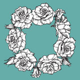 Gullig krans med sidor och rosor Royaltyfri Bild