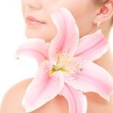 Kvinna med blomman Arkivbilder