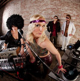 Gullig kvinnlig DJs Royaltyfria Bilder