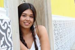 Gullig latina flicka med kopieringsutrymme fotografering för bildbyråer