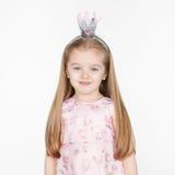 Gullig le liten blond flicka i prinsessaklänning Arkivbilder