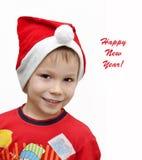 Gullig le pojke i hatt av jultomten Fotografering för Bildbyråer