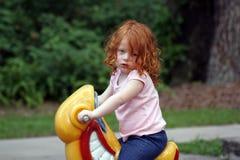 gullig lekplatsredhead för flicka 3 royaltyfri fotografi