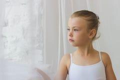Gullig liten ballerina ballerina härlig flicka Arkivfoton