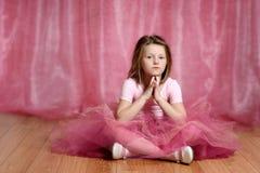 Gullig liten ballerinaflicka arkivfoton