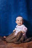 Gullig liten flicka i rosa färgklänning Arkivbilder