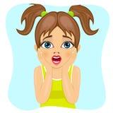 Gullig liten flicka som gör läskigt förvånat uttryck vektor illustrationer