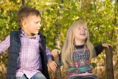 Gullig liten flicka som glatt skrattar Fotografering för Bildbyråer