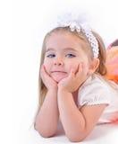 Gullig liten flicka som tänker på isolerad vit bakgrund Royaltyfri Fotografi