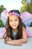 Gullig liten flickauppklädd som en fe Royaltyfri Fotografi