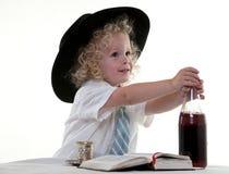 gullig liten litet barn för pojke royaltyfria foton