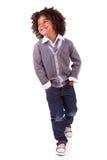 gullig liten stående för afrikansk pojke royaltyfri fotografi