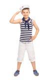 Gullig liten unge i enhetligt salutera för sjöman Arkivbilder
