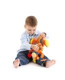 Gullig litet barn som leker med toyen Arkivbild