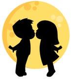 Gullig Little Boy och för flicka kyssande kontur med en fullmåne bak dem illustration för valentindagvektor som isoleras på vit vektor illustrationer
