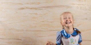 Gullig livlig liten flicka Arkivbilder
