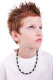 gullig look för pojke som ser allvarligt övre Arkivbild