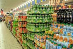 gullig lycklig liten shoppingsupermarket för tecken Royaltyfri Foto