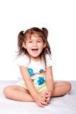 Gullig lycklig litet barnflicka arkivbild