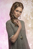 Gullig modekvinnlig Royaltyfri Bild
