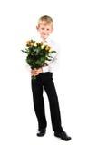 Gullig pojke 5-7 år gammala holdingro Royaltyfria Foton