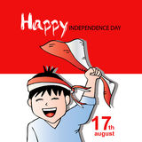 Gullig pojke med den Indonesien flaggan för självständighetsdagen Arkivfoto
