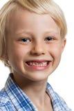 Gullig pojke med saknade framtänder Royaltyfria Foton