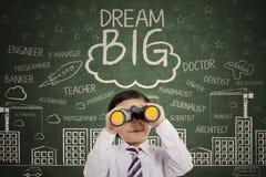 Gullig pojke med text av dröm- stort arkivfoto