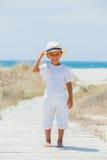 Gullig pojke på stranden Royaltyfri Foto