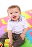 Gullig pojke som leker med Toys Arkivfoton